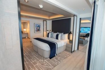 low_1543336275_Penthouse-Suite-Bedroom