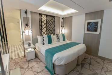 low_1543358272_Royal-Suite-Bedroom